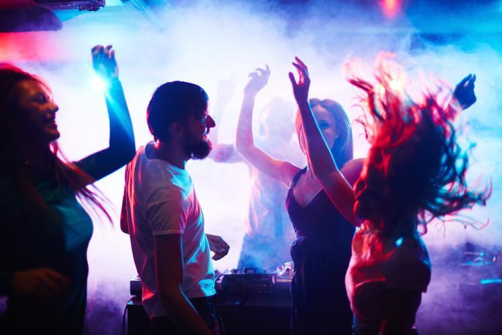 Ночной клуб режиссер работают ли клубы в екатеринбурге ночные сейчас