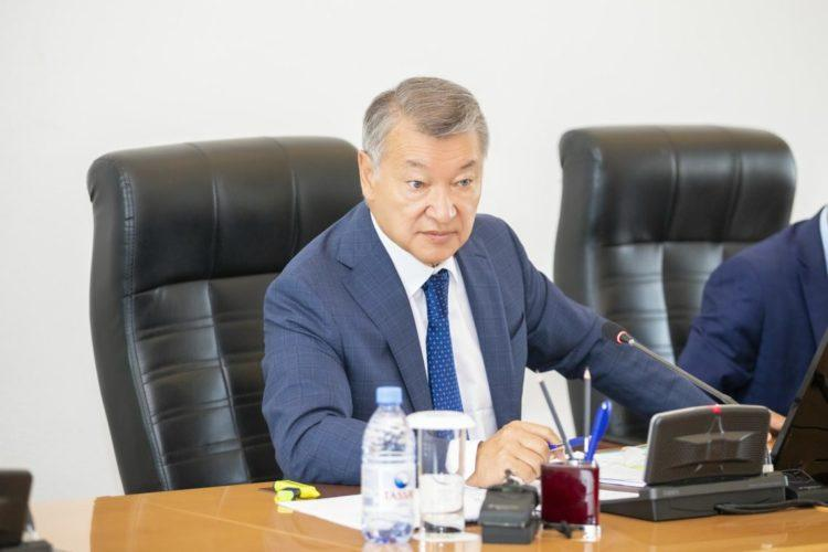 Даниал Ахметов призвал депутатов «не отсиживаться в кустах»