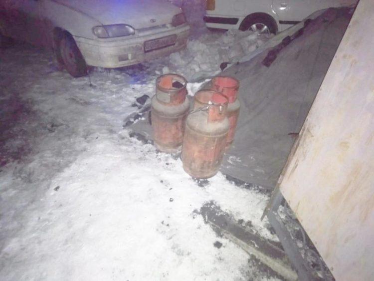 Гвардейцы вынесли из горящего дома три газовых баллона в Нур-Султане 1