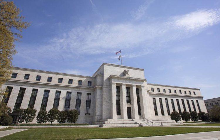 ФРС США экстренно снизила базовую процентную ставку почти до нуля