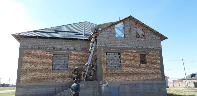 12 микрорайонов Шымкента остались без света из-за сильного ветра 1