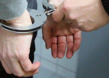 В Темиртау арестовали директора магазина за нахождение кассира без маски и перчаток