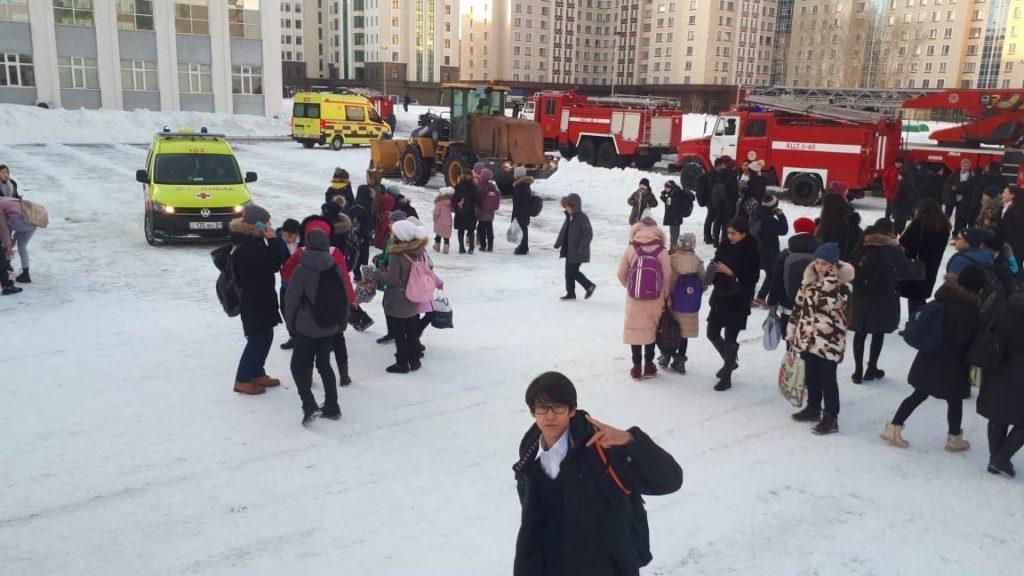 В центре Нур-Султана эвакуировали школу из-за дыма на этаже