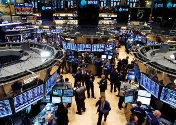 Торги на биржах США приостановили после резкого обвала