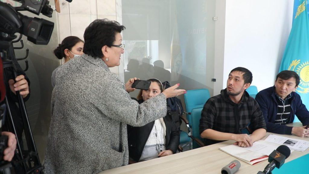 Ряд лиц пытались сорвать прием граждан в алматинском филиале партии Nur Otan 1