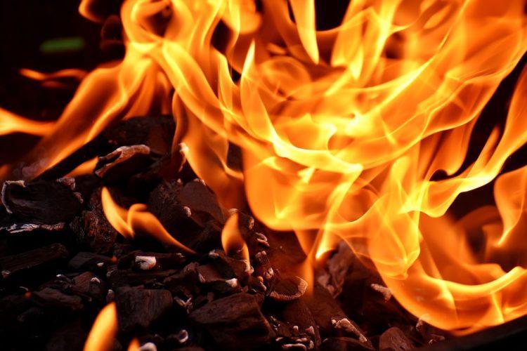 В Нур-Султане вблизи от Дома Правительства произошел пожар