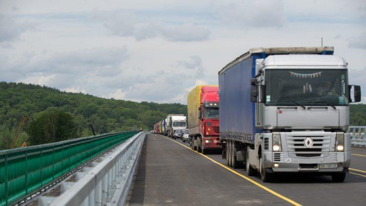 Автоперевозку продуктов и товаров по Казахстану ограничивать не будут