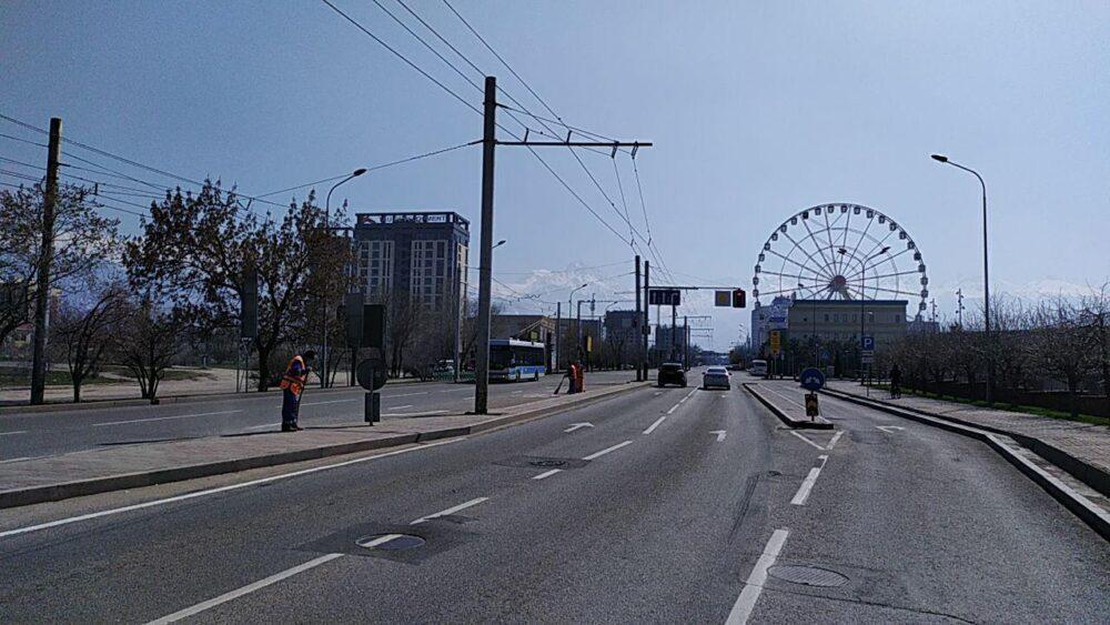 Что происходит прямо сейчас на улицах закрытого на карантин Алматы 3
