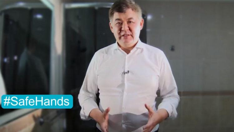 Биртанов показал, как правильно мыть руки 1