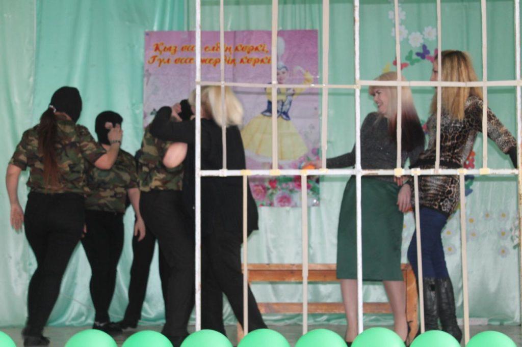 В Атырау поздравили осужденных к тюремному сроку женщин 1