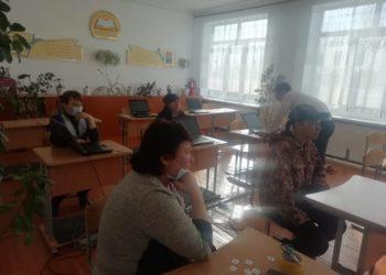 Сельским школьникам в СКО выдали ноутбуки для онлайн-учебы