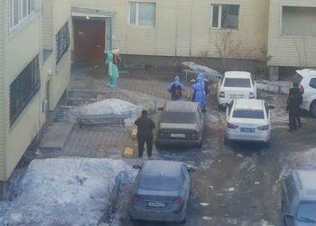 Карагандинцев заблокировали в собственном подъезде из-за карантина: аким поручил снять замок