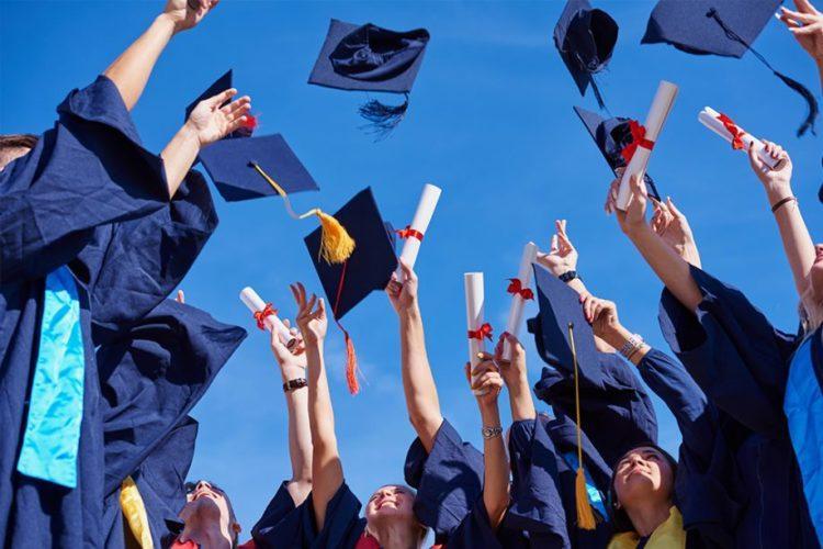 Выпускные экзамены отменили для казахстанских школьников
