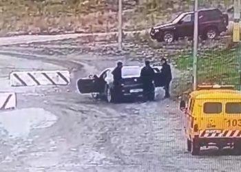 Водитель и пассажиры BMW пытались прорваться в Шымкент через блокпост 2