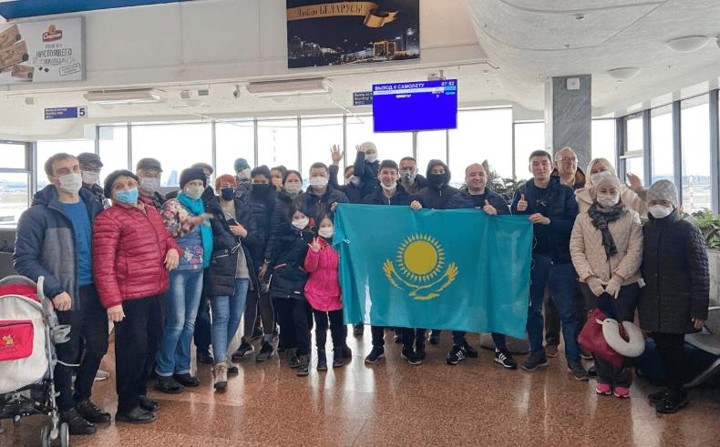 Несколько казахстанских семей вернулись из Беларуси 1