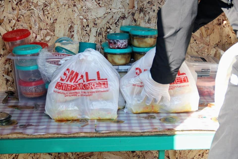 Волонтеры накормили полицейских и врачей, работающих на блокпосте в Павлодарской области 2