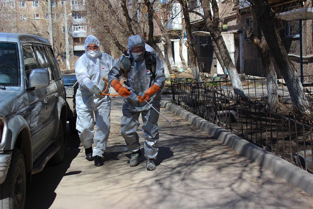 Баурсаки, склад в машине и КСК – как жители закрытого на карантин подъезда в Темиртау пережили изоляцию 2