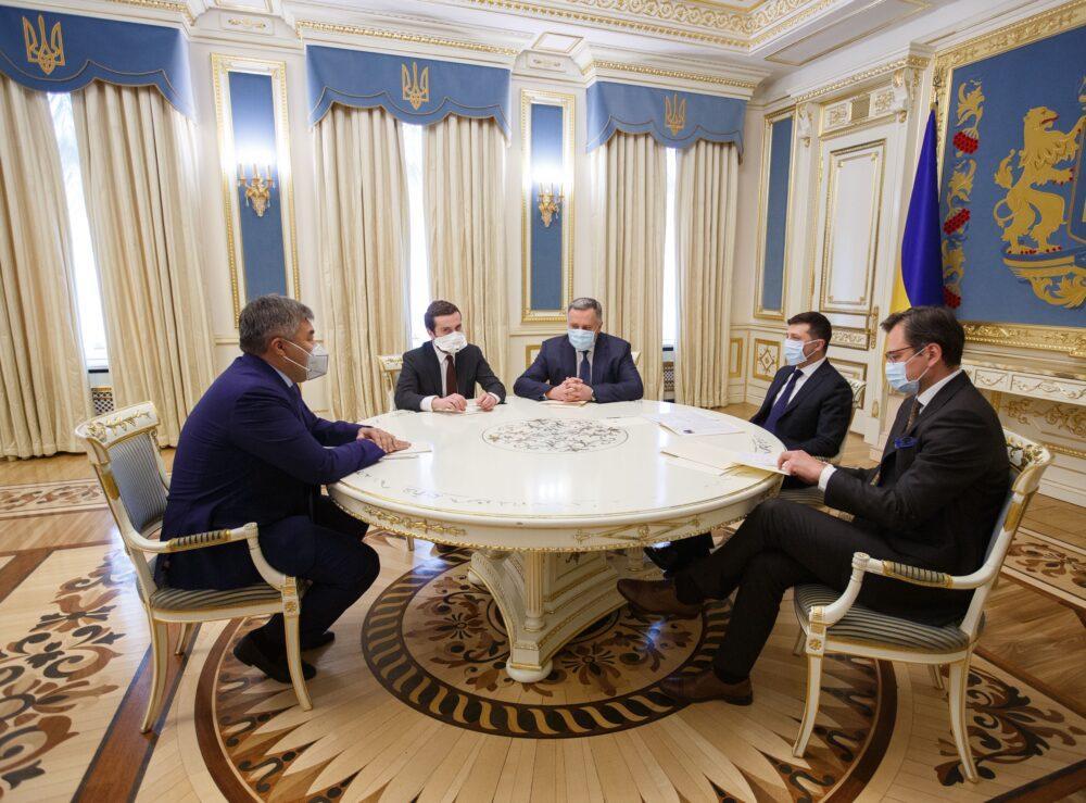 Посол Казахстана вручил верительные грамоты Зеленскому 1