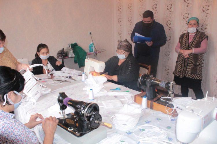 Школьных учителей в Туркестанской области заставляли шить маски. Виновные наказаны 1