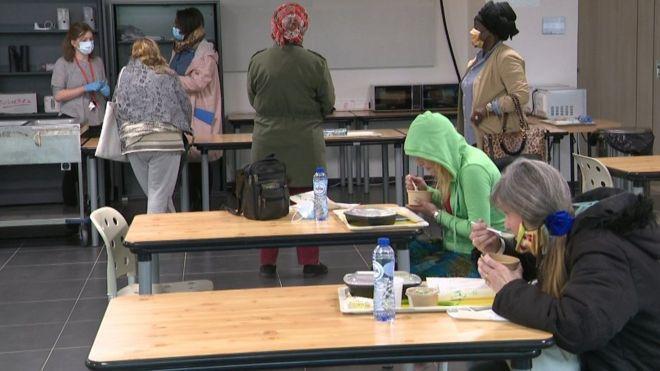Спасение от тирана: бездомных женщин поселили в здании Европарламента