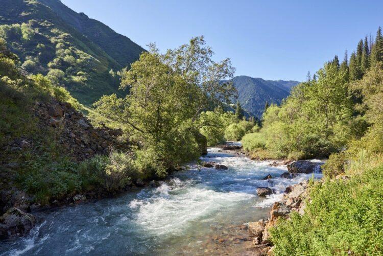 Штормовое предупреждение: в прилегающих к Алматы реках может подняться вода