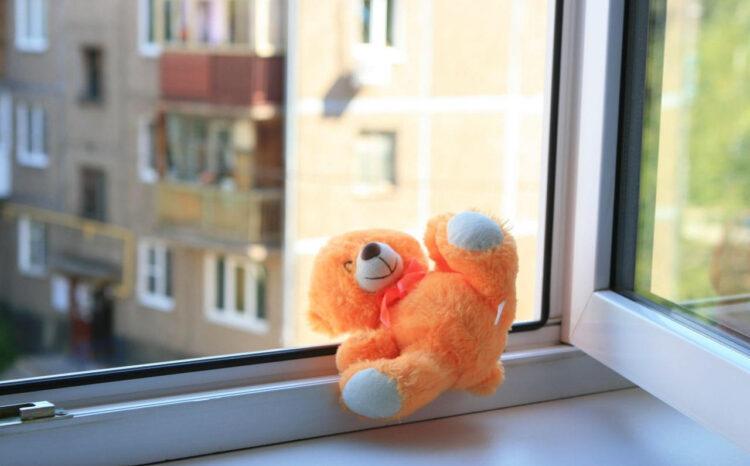 Четырехлетний ребенок выпал из окна пятого этажа и погиб в Нур-Султане 1