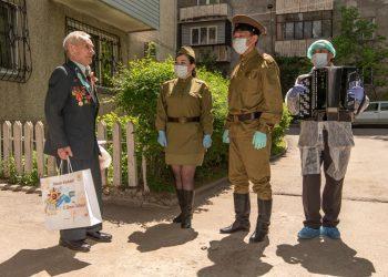 Участники акции «BizBirgemiz» поздравили ветеранов ВОВ в Алматы 3
