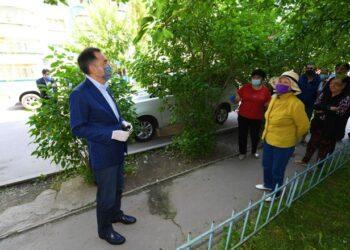 Аким Алматы сделал замечание обратившимся к нему жителям