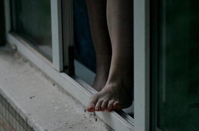 Женщина спрыгнула с четвертого этажа костанайской больницы 1