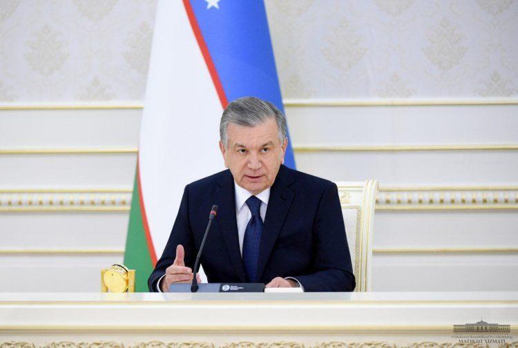 «У нас все еще карантин» - президент Узбекистана запретил снимать маски