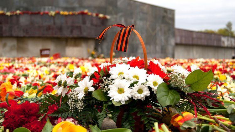 Алматинцев призвали 9 мая не ездить на кладбища и не возлагать цветы в парке 28 панфиловцев 1