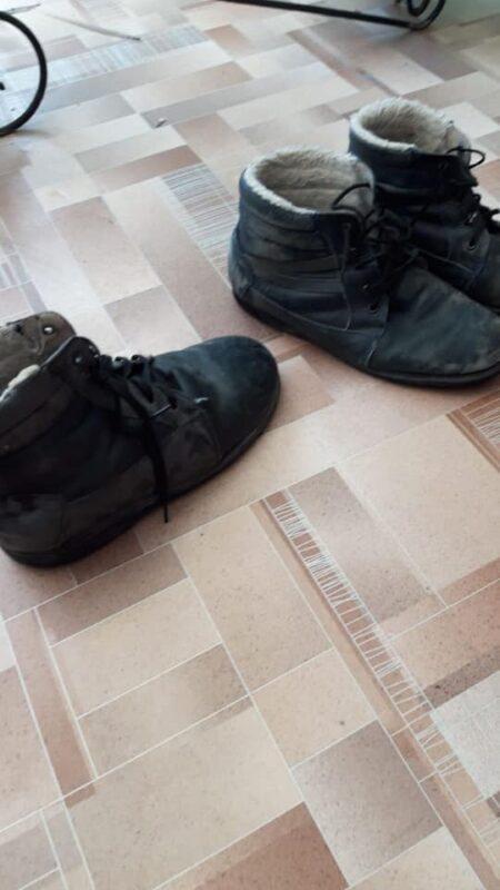 Кровати с железной сеткой и изношенную обувь детей из специнтерната в Аягозе показал общественник 1
