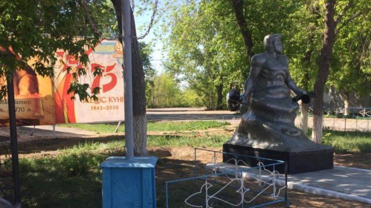 Копию скульптуры «Стоять насмерть» на Мамаевом кургане выполнили осужденные Павлодара