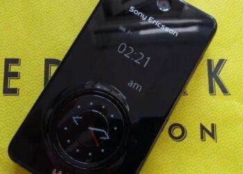 Единственная копия Sony Ericsson с тремя экранами выставлена на продажу 1