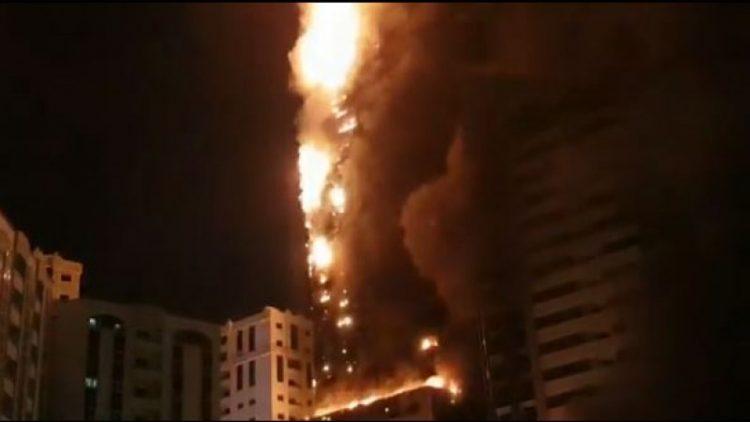 Один из самых высоких небоскребов мира загорелся в ОАЭ 1
