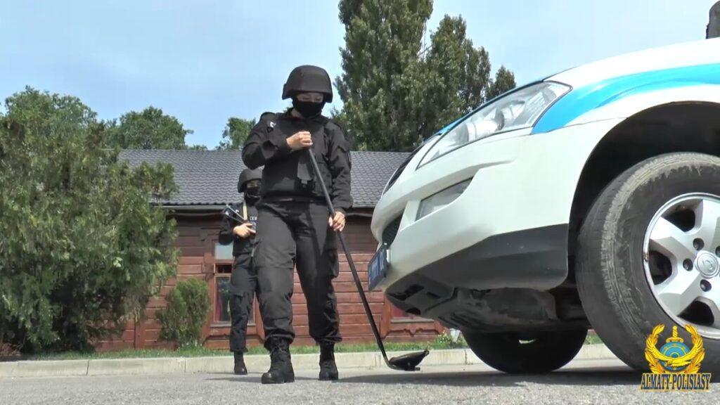 Женский СОБР: полиция Алматы показала фото красавиц в форме 3