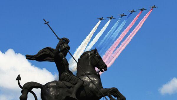 Без масок и с рукопожатиями: как прошел парад Победы с Токаевым и Путиным в Москве