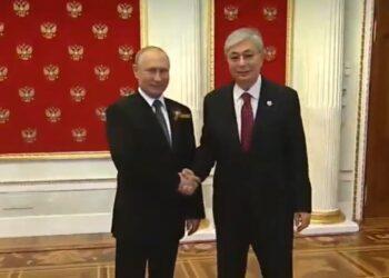 Без масок и с рукопожатиями: как прошел парад Победы с Токаевым и Путиным в Москве 1