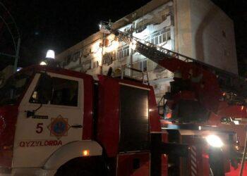 В Кызылорде 13 детей спасли во время пожара в многоэтажке 1