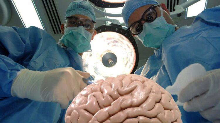 В Казахстане родители решили вылечить гомосексуальность сына с помощью операции на мозге 1