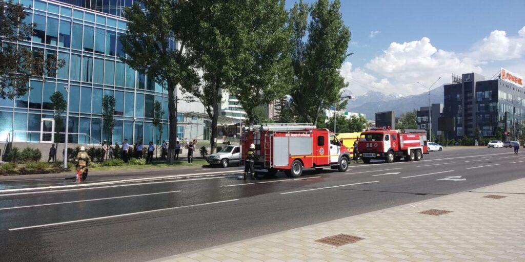 Пассажирский автобус сгорел в центре Алматы 2