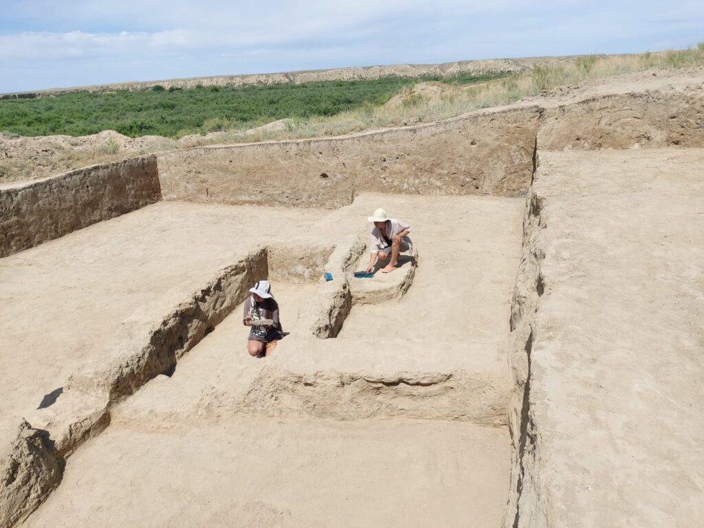 В Казахстане впервые нашли полный образец древней письменности 2