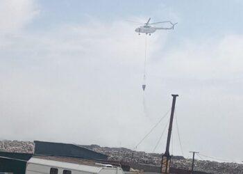 Пожар на мусорном полигоне в Алматинской области. К тушению подключили вертолет 1