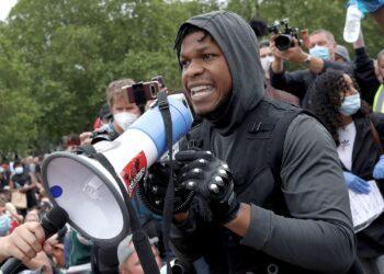 """Актер из """"Звездных войн"""" выдал эмоциональную речь на митинге и поддержал протесты в США 3"""