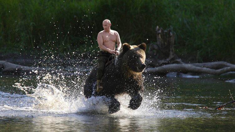 Прилично ли забирать подарки: реакция Казнета на слова Путина о возвращении земель 1
