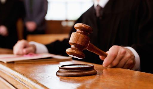 Казахстанцы смогут судится с государственными органами на равных правах 1