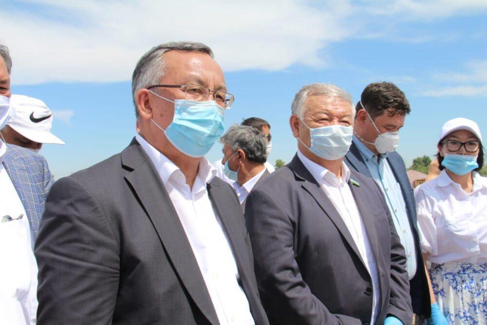 Профсоюзы Казахстана и Узбекистана оказали помощь жителям Мактаарала