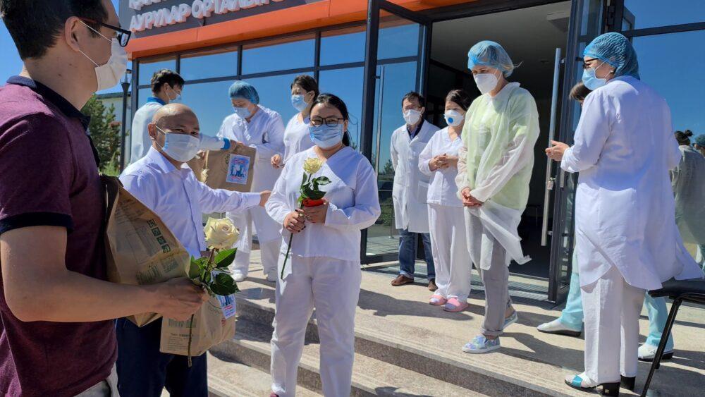 Волонтеры «Jas Otan» продолжают республиканскую акцию по поддержке медиков 2