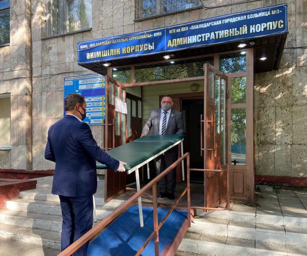 Партийцы Nur Otan подарили медоборудование больнице Павлодарской области 4
