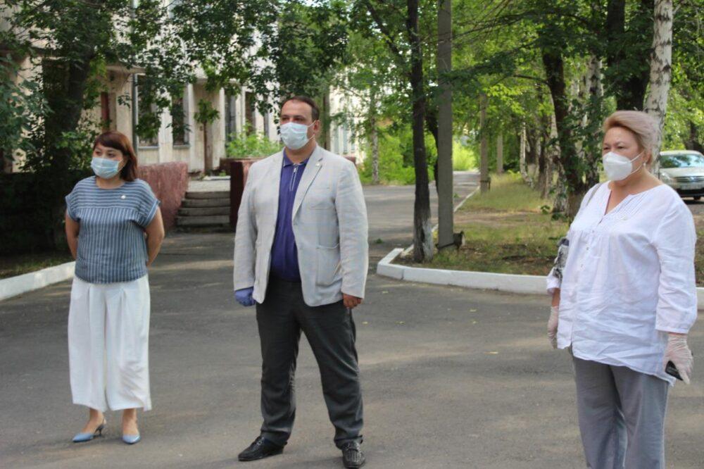 Партийцы Nur Otan подарили медоборудование больнице Павлодарской области 5